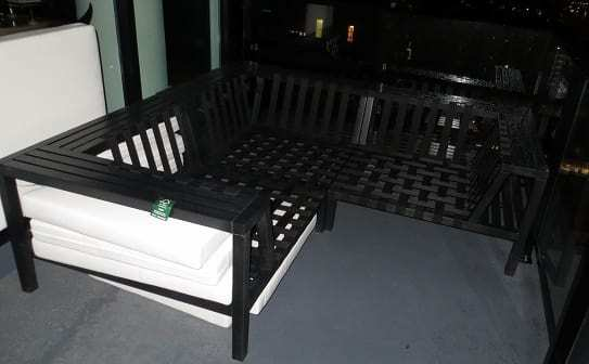 Outdoor furniture without protective covering