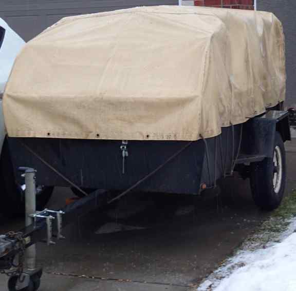 Fitted tarp for a utility trailer