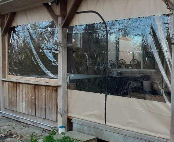 Zipper which spans a tarp window